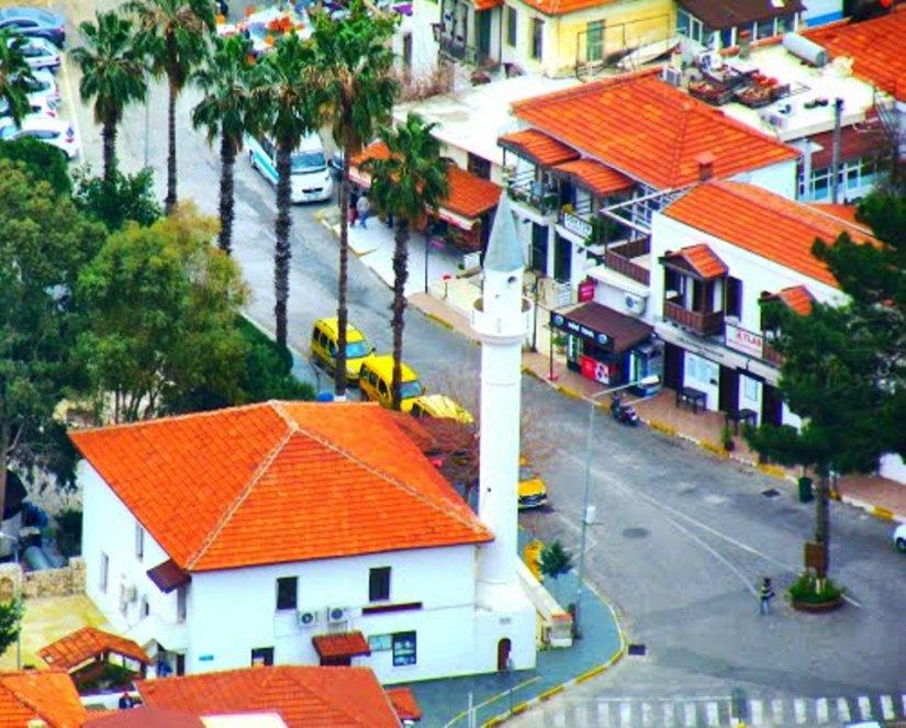 Atatürk Bulvarı ilçenin limanı ve meydanına açılıyor.jpg