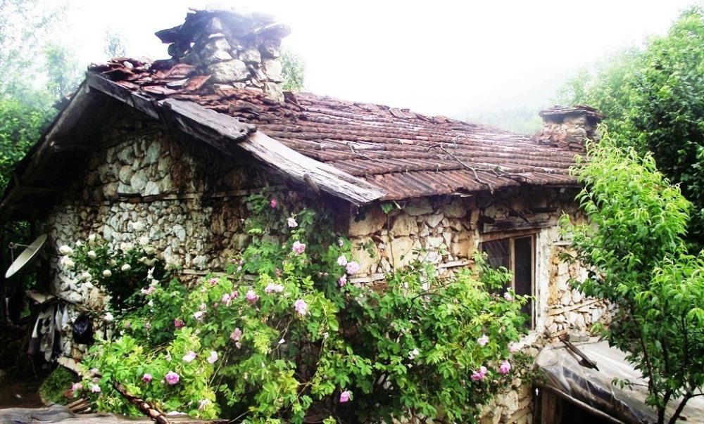 Bölgedeki köy evlerinden biri.JPG