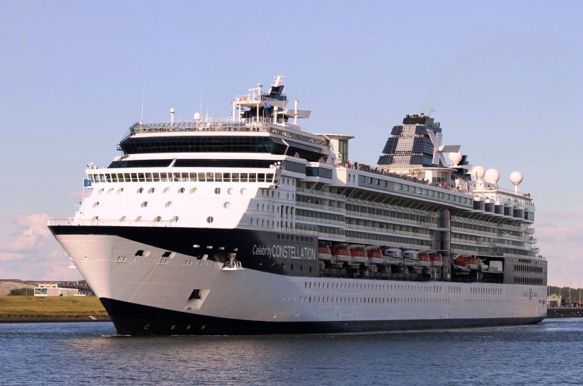 malta bandıralı celebrity constellation.jpg
