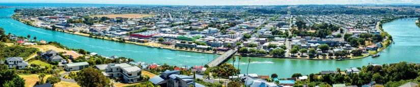 Whanganui nehrinin geçtiği bölgede yapılaşmaya açık nadir alanlardan biri.jpg