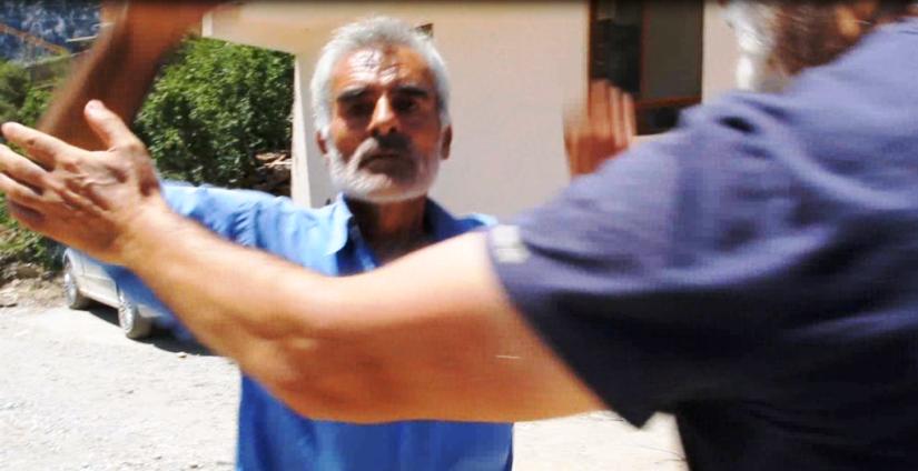 Antalya Değirmenöü köyünde HES çalışanının saldırı anı.png