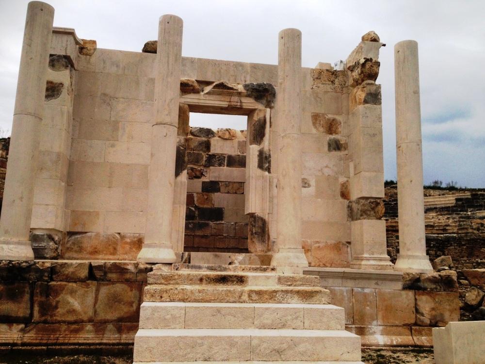 ünlü hayırsever opramoas adına yapılan anıt restorasyon soınrası bu hale geldi.JPG