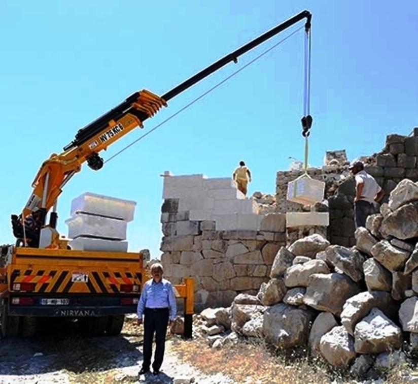kumluca belediye başkanı çetinkaya restorasyon çalışmaları sıarsında.jpg