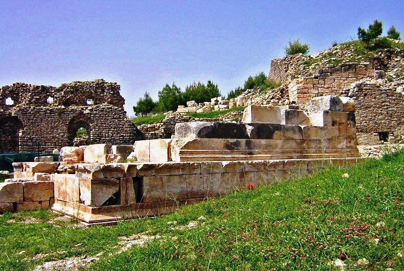 opramoas anıtı restorasyondan önce.jpg