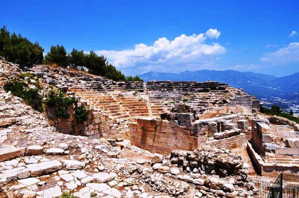 restorasyon öncesinde rhodiapolis.jpg