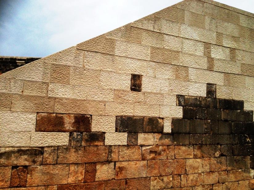rhodiapolis tiyatrosunun restorasyonu hatalı bulundu.JPG