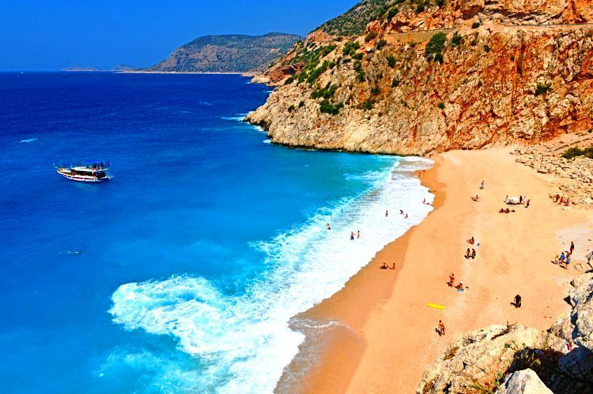 Türkiye'nin en iyi plajlarının başında gelen Kaputaş doğal haliyle büyüleyiciydi.jpg