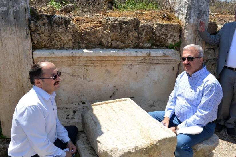 antalya valisi perge antik kentinde.jpg