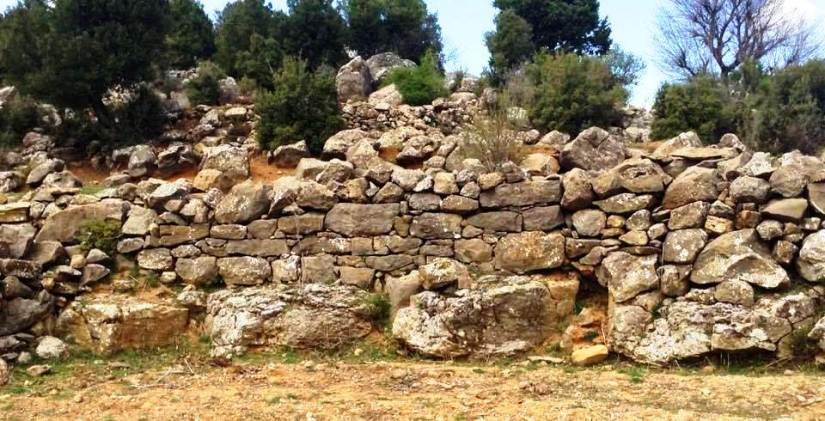 çukurca köyünde mermer ocağı açılmak istenen arazide tarihi kalıntılar bulundu.jpg