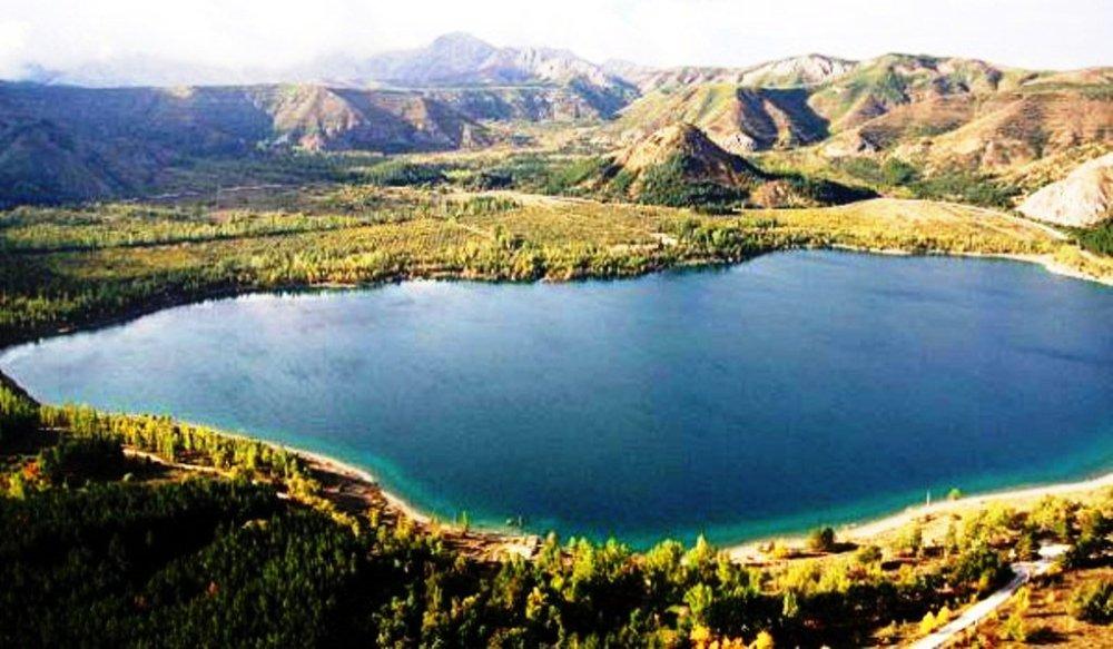 gölcük krater gölü tabiat parkı ve doğal sit alanı olarak koruma altında.jpg