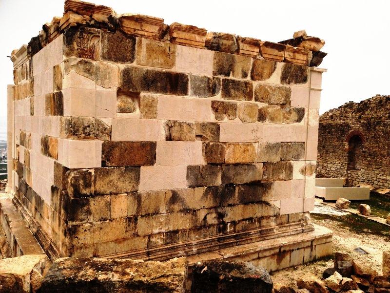 opramoas anıtının yeniden yıkılması gündemde.JPG