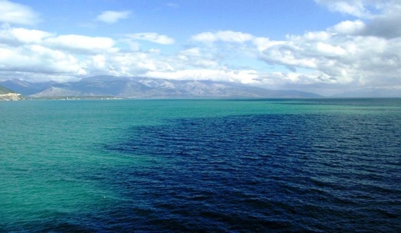 Eğirdir gölü gün boyunca yeşilden maviye renk değiştiriyor.JPG