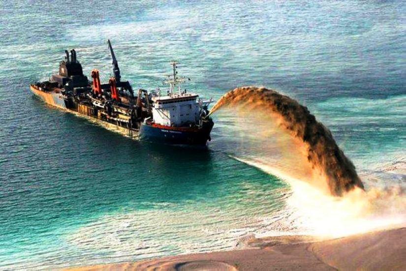 Gemiyle denizden kum püskürterek dolgu yöntemi Erdoğan'ın yazlık sarayı için de kullanılacak.jpg