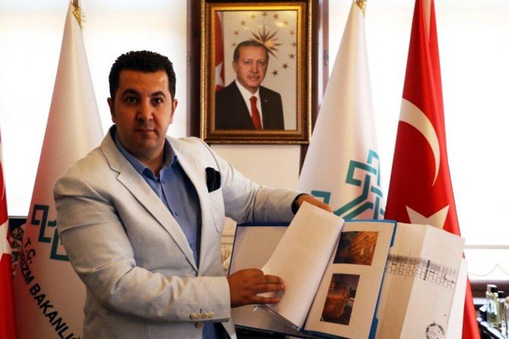 Antalya Rölöve ve Anıtlar Bölge Müdürü Cemil Karabayram.jpg