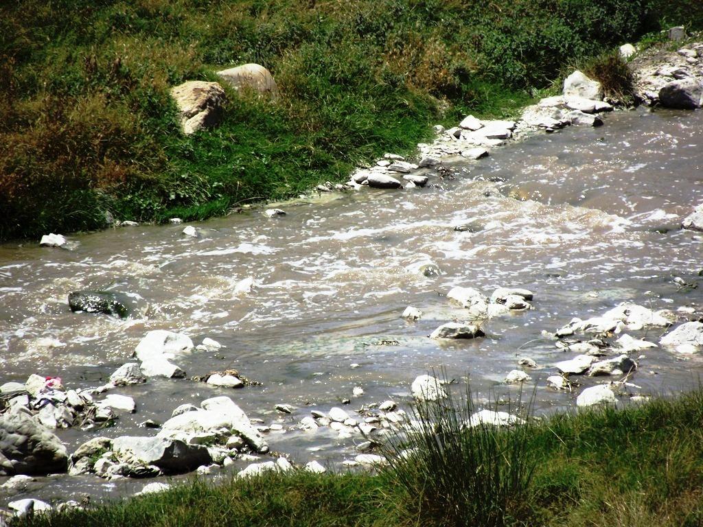 ısparta çayı karacaören baraj gölüne kirlilik taşıyor.JPG