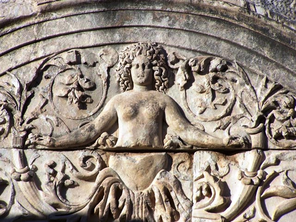 kyzikos antik kentinde bulunan Hadrian Tapınağı.jpeg