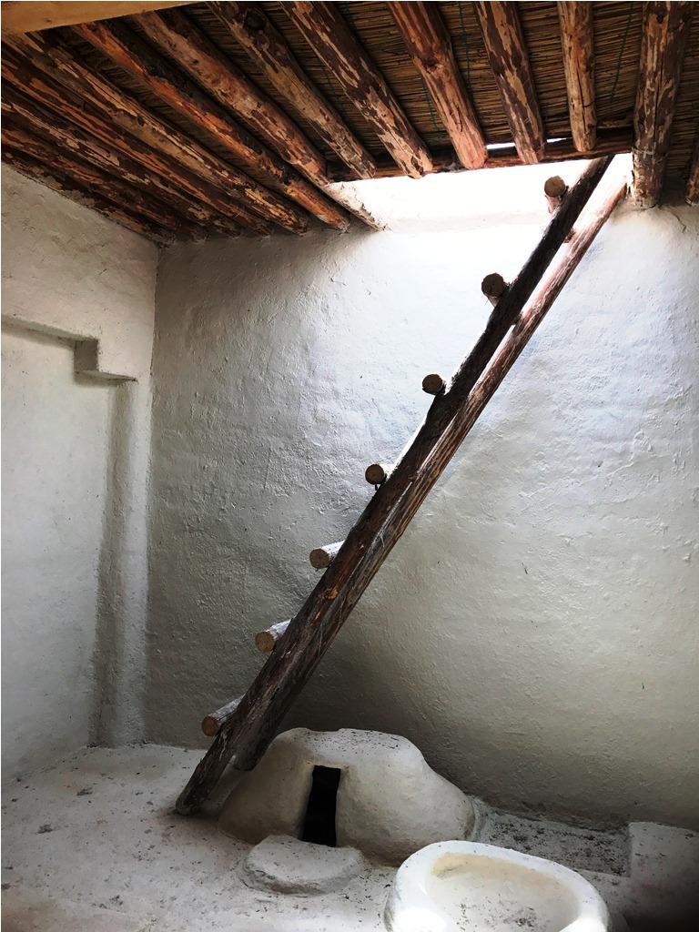 çatalhöyük evlerine üstten bir merdivenle iniliyor.JPG