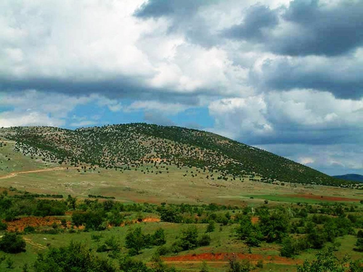 Tapınak ve kutsal alan 1600 rakımlı bir tepede yer alıyor.jpg