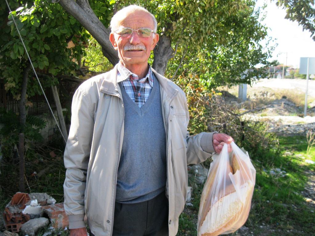 80 yaşındaki İbrahim Aygün değirmenlerin son tanıklarından biri.JPG