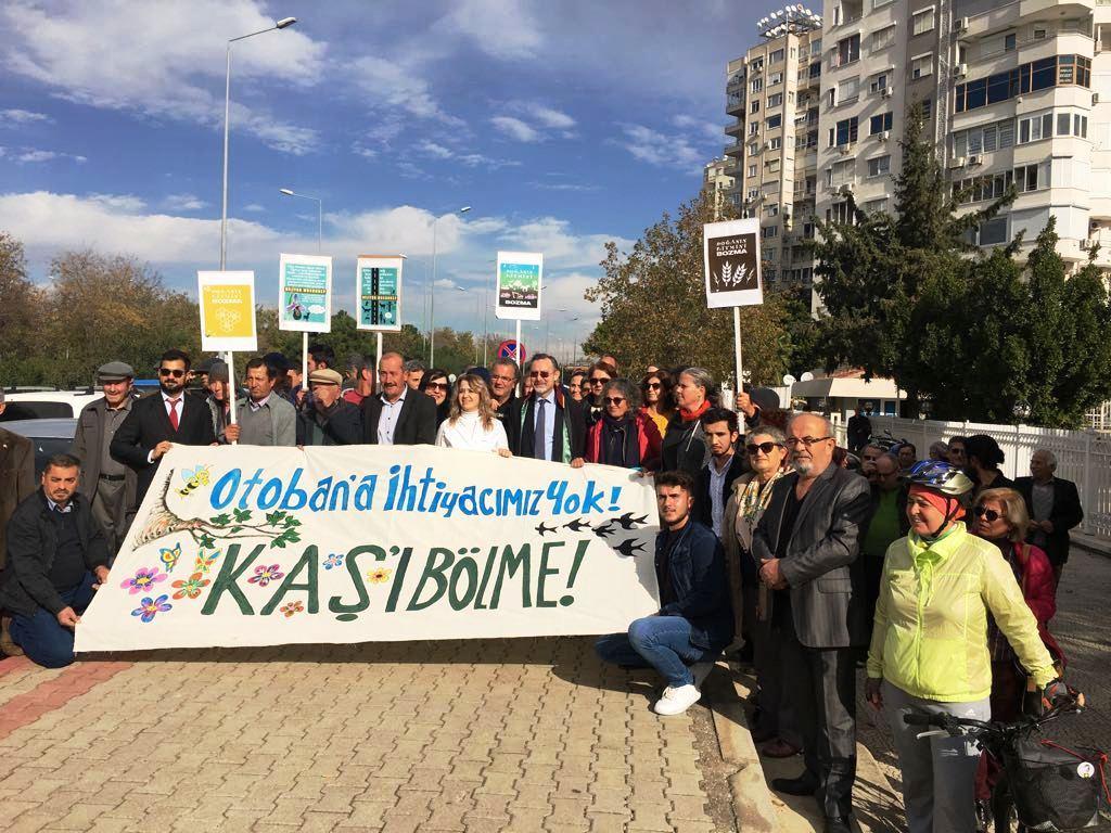 Antalya'daki duruşmaya Kaş'lılar çıkartma yaptı.jpg