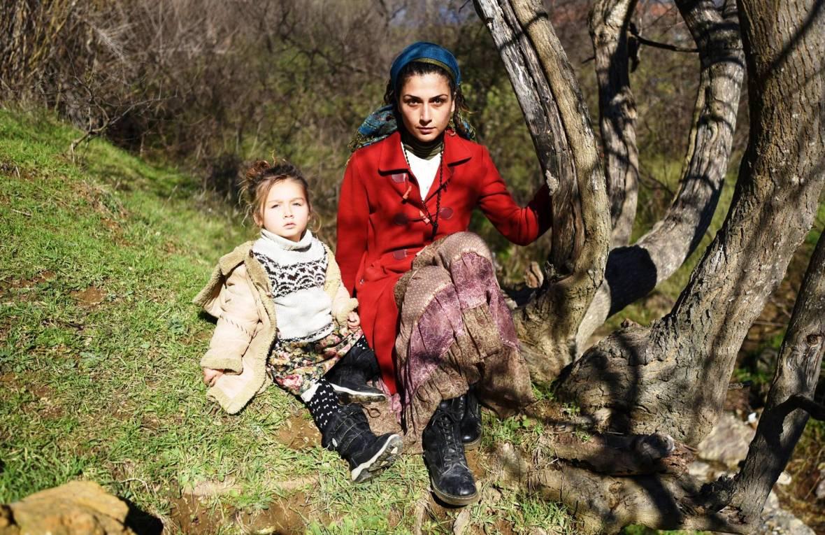 Elif Alakır Arığ kızı Cana Işık ile birlikte.jpg