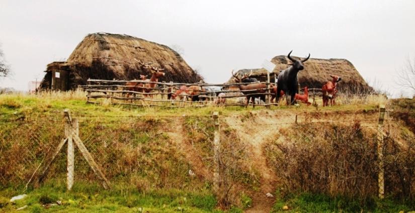Kırklareli Aşağıpınar neolitiğindeki örme evler yeniden canlandırıldı.JPG