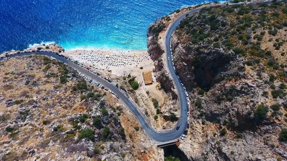 Kaputaş Plajı aynı adla anılan kanyonun çıkışında bulunuyor.jpg