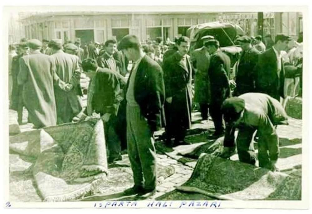 ısparta halı pazarı 1960 can fotoğrafçılık arşivi.jpg