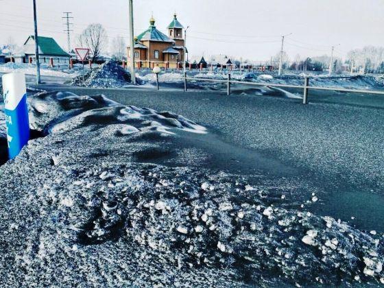 Kömür madenciliğinin çevreye verdiği zararın boyutları en çarpıcı biçimde karların üstünde görülüyor.jpeg