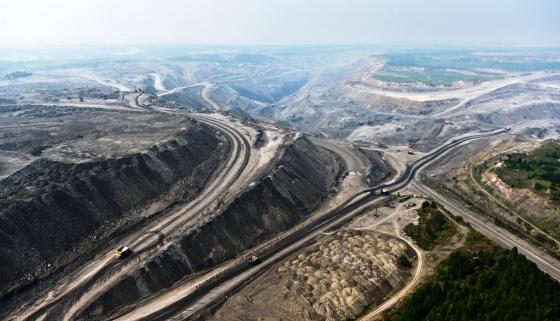 Sibirya'daki kömür ocakları içinde yaşayan halklarla birlikte ormanları yok etti.jpg