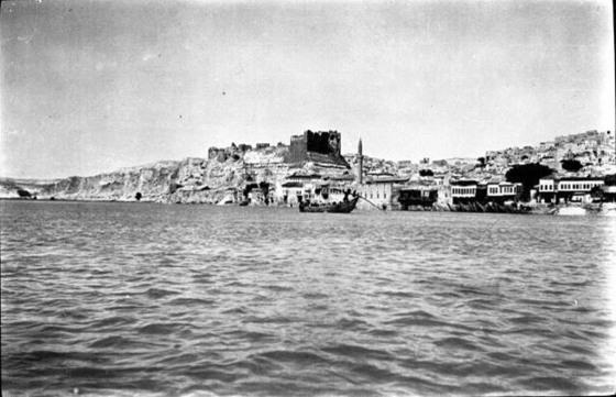 1911 yılında Birecik tersanesi ve limanı.jpg