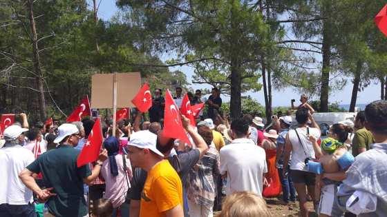 Basın açıklamasına çok sayıda vatandaş ile siyasiler ve stk'lar katıldı.jpg