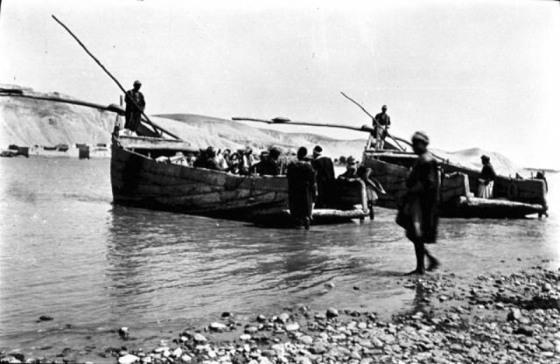 Birecik 1911 yılında nehir taşımacılığı.jpg