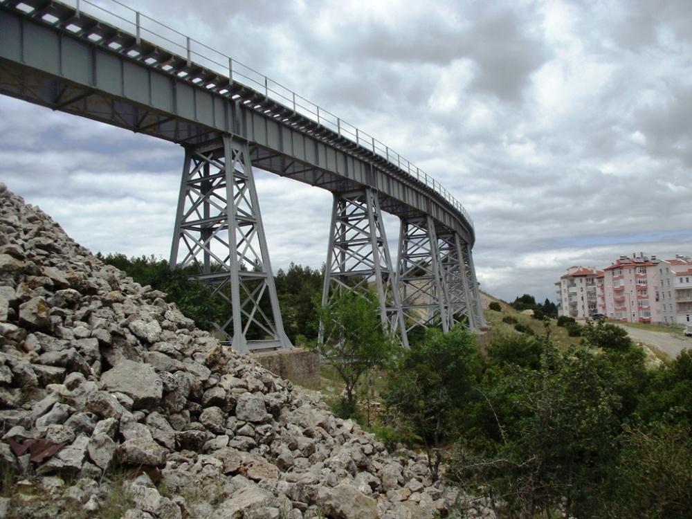 eğirdir demiryolu köprüsü bugün etrk edilmiş vaziyette.JPG