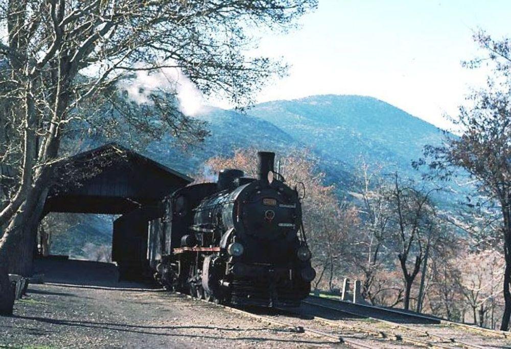 Eğirdir Garı kara trenlerin çalıştığı günlerde.jpg