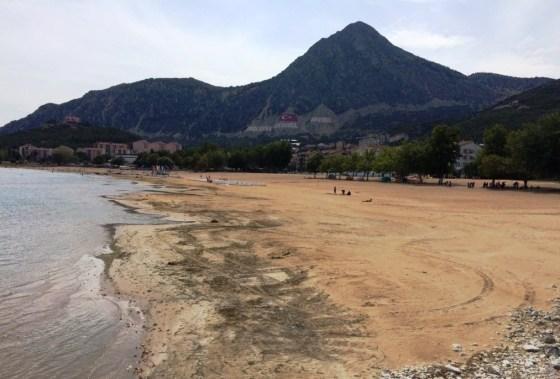 Eğirdir Altınkum Plajı çekilmenin en belirgin gözlendiği bölgelerden biri.jpg