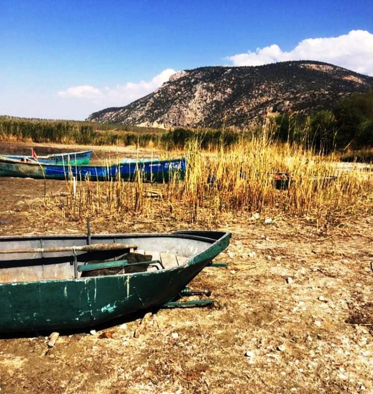 Eğirdir Gölü'ndeki kuruma yöre halkının korkulu rüyası oldu.jpg