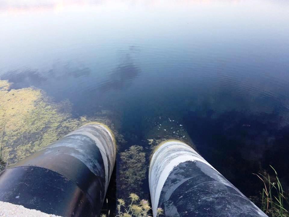 Kesici, gölden aşırı su alımı yapılmasının su bütçesini olumsuz yönde etkilediğini söylüyor.jpg